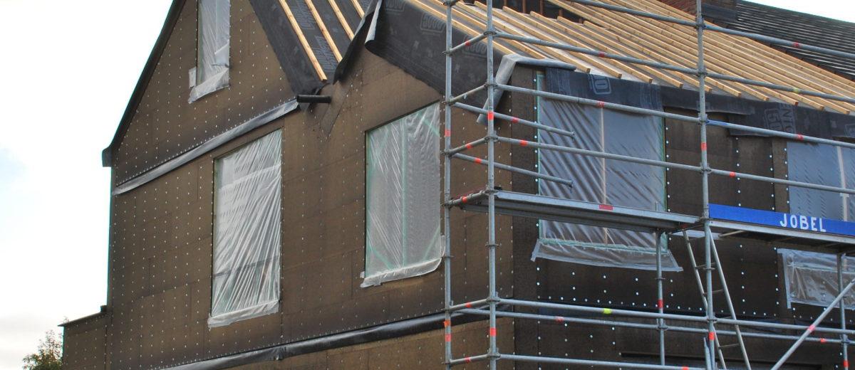 Nieuwbouwwoning in houtskeletbouw met zichtbare roostering te Asse